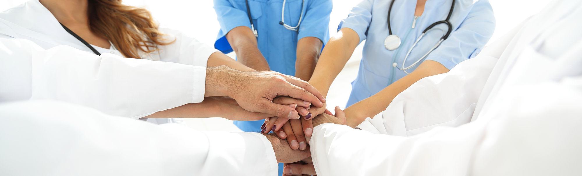 Wir bieten jungen Ärzten Hilfe, Beratung und Lösungen für ihre berufliche Zukunft an.